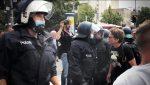Berlin: Massive Polizeigewalt bei regierungskritischer Demo, Demonstrant stirbt nach Festnahme